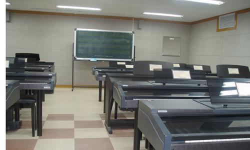 吸音材料应用于室内空间回音的频率研究